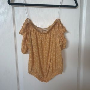 SIZE S YELLOW FLORAL OFF THE SHOULDER TOP
